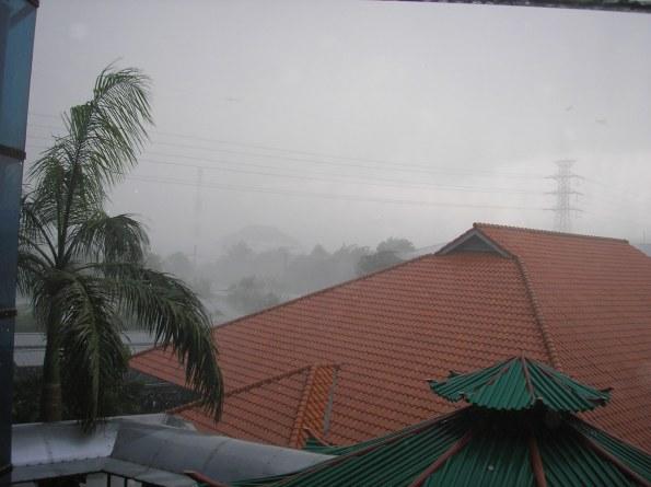 hujan-badai1